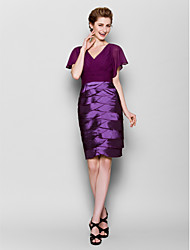 Lanting Sheath/Column Plus Sizes / Petite Mother of the Bride Dress - Grape Knee-length Short Sleeve Chiffon / Stretch Satin