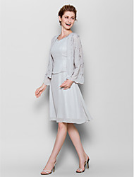 Lanting Bride® Sheath / Column Plus Size / Petite Mother of the Bride Dress Knee-length Long Sleeve Chiffon with Pattern / Print
