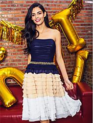 ts couture® vestido de cocktail party plus size / petite uma linha strapless chiffon altura do joelho com níveis