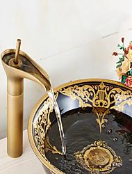 Современный По центру Одной ручкой одно отверстие in Старая латунь Ванная раковина кран