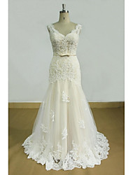 Sheath / Column Wedding Dress Floral Lace Sweep / Brush Train V-neck Lace Tulle with Appliques