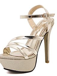 pu saltos de verão sapatos femininos / sandálias de dedo aberto vestir / ocasional salto agulha paetês prata / ouro