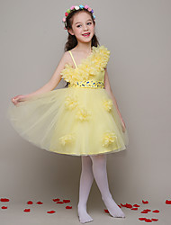 Ball Gown Knee-length Flower Girl Dress - Tulle Sleeveless One Shoulder with Beading / Flower(s)