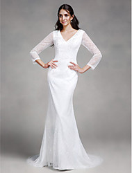 Lanting Bride® Trumpet / Mermaid Wedding Dress Court Train V-neck Lace with Button / Lace