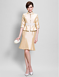 Sheath/Column Mother of the Bride Dress - Knee-length Half Sleeve Taffeta