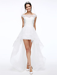 Lanting Bride® A-line Wedding Dress Asymmetrical Bateau Lace / Tulle with Beading / Button / Flower
