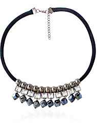 Femme Collier court /Ras-du-cou Formé Carrée Forme Géométrique Strass Imitation de diamant Alliage Gland Mode Couleur Assortie Bijoux Pour