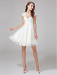 Lanting Bride® A-line Wedding Dress - Reception V-neck Lace / Tulle with Appliques / Beading