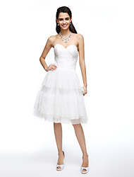 Lanting Bride® A-line Wedding Dress Knee-length Sweetheart Lace / Tulle with Criss-Cross