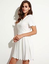 Gaine Robe Aux femmes Décontracté / Quotidien simple,Couleur Pleine Col en V Au dessus du genou Manches Courtes Rouge / Blanc Polyester