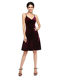 2017 Lanting Bride® Knee-length Velvet Bridesmaid Dress - Sexy / Short A-line Spaghetti Straps with Pleats