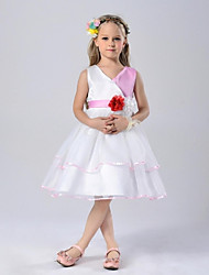 Ball Gown Knee-length Flower Girl Dress - Organza V-neck with Flower(s)