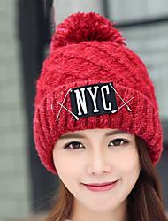 les femmes pin d » automne et en hiver laine impression croix lettre ainsi que de velours couleur pure chapeau chaud tricot