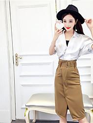 поблизости весной и летом корейская мода свободный большой воротник белой рубашки + юбка раскол пакет бедра тонкий