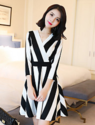 Sign 2017 spring new Korean version of the V-neck dress was thin vertical stripes