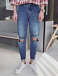 Hommes&# 39; printemps 2017 alphabet anglais genou cassé pieds collants mince coréen marée neuf points jeans harlan