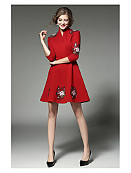 Sign spot early spring new European stations Sleeve V-neck lace dress Heavy embroidery A word