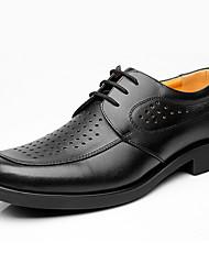 Masculino Oxfords Sapatos formais Couro Primavera Outono Sapatos formais Preto 5 a 7 cm