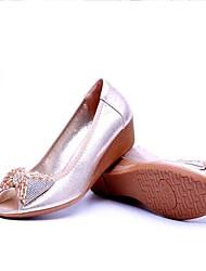 Для женщин Сандалии Удобная обувь Формальная обувь Ткань Лето Для праздника Удобная обувь Формальная обувь Кристаллы Лак На танкеткеБелый