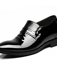 Masculino Oxfords Sapatos formais Couro Envernizado Pele Primavera Outono Sapatos formais Preto Menos de 2,5cm