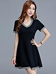 Damen Lose Skater Kleid-Übergröße Lässig/Alltäglich Einfach Einfarbig V-Ausschnitt Übers Knie Kurzarm Polyester Sommer Hohe Hüfthöhe