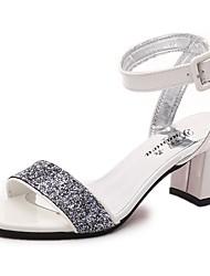 Для женщин Сандалии Удобная обувь Полиуретан Лето Повседневные Для прогулок На низком каблуке Белый Серебряный Серый 7 - 9,5 см