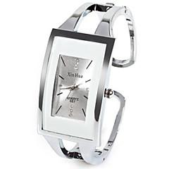 Naisten Muotikello Ainutlaatuinen Creative Watch Kiina Quartz Tekojalokivi jäljitelmä Diamond Metalliseos Bändi Rannerengas Arki- Hopea