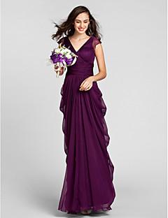 Lanting Bride® Földig érő Sifon Koszorúslány ruha - Szűk szabású V-nyakkivágás Molett / Filigrán val vel Pántlika / szalag / Ráncolt