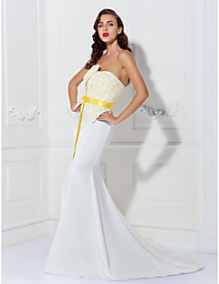 Formal Evening Dress - Ivory Plus Sizes / Petite Trumpet/Mermaid Strapless Chapel Train Satin