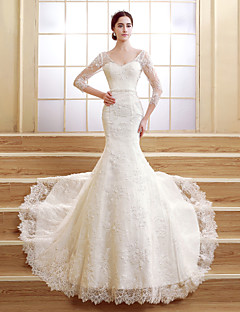 Trumpet / Mermaid Petite Wedding Dress - Elegant & Luxurious Lacy Looks Court Train V-neck Lace with Pearl