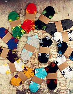Unisex 5 Pairs Maple Leaf Skateboard Hip Hop Couples Cotton Medium Short Socks(Random Color)