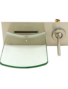 現代風 壁式 滝状吐水タイプ with  セラミックバルブ シングルハンドルつの穴 for  ブラッシュドニッケル , バスルームのシンクの蛇口