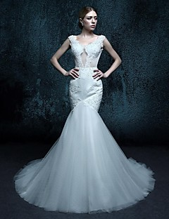Trumpet/Mermaid Court Train Wedding Dress - V-neck Tulle
