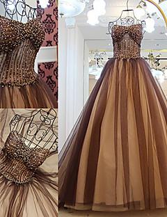 포멀 이브닝 드레스 A-라인 끈없는 스타일 스윕 / 브러쉬 트레인 튤 와 비즈 / 드레이핑 / 크리스 크로스