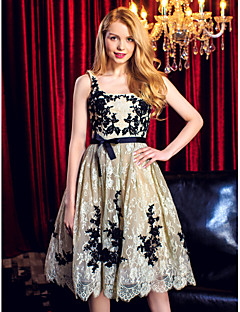 TS Couture® Prom / Cocktail Party / Company Party / Family Gathering Dress Plus Size / Petite Ball Gown Scoop Knee-length Lace with Appliques / Bow(s)