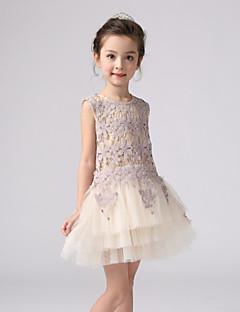 Menina de Vestido Jacquard Acrílico Todas as Estações Branco