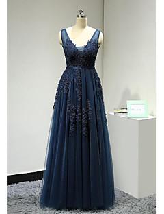 Evento Formal Vestido Linha A Decote V Longo Renda / Tule com Apliques / Miçangas / Faixa / Fita