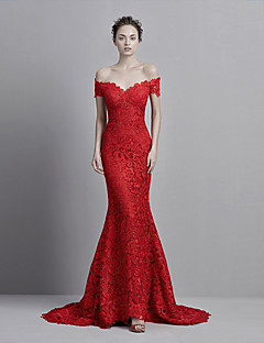 Formal Evening Dress Trumpet / Mermaid Off-the-shoulder Court Train Lace with Buttons