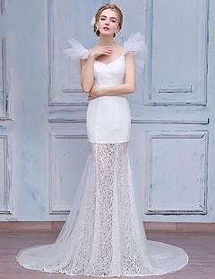 Trompete / Meerjungfrau Hochzeitskleid Hof Schleppe V-Ausschnitt Spitze / Tüll mit Applikationen / Perlstickerei