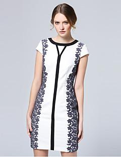 Damen Hülle Kleid-Ausgehen Anspruchsvoll Stickerei Rundhalsausschnitt Übers Knie Kurzarm Weiß Polyester Sommer Mittlere Hüfthöhe