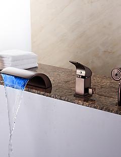 近代の ローマンバスタブ LED / 滝状吐水タイプ / ハンドシャワーは含まれている with  セラミックバルブ シングルハンドル三穴 for  オイルブロンズ , 浴槽用水栓