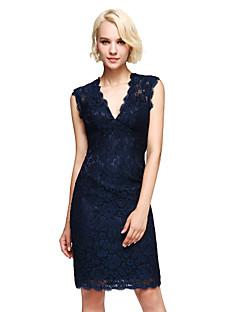 2017 Lanting Bride® Knee-length Lace Elegant Bridesmaid Dress - Sheath / Column V-neck with Lace
