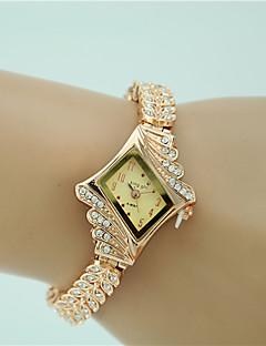 Dame Selskapsklokke Moteklokke Armbåndsur Imitasjon Diamant Quartz Legering Band Vedhend Armband Elegante klokker Gylden