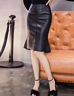 underteckna fjäder midja pu skinnkjol kvinnlig kjol paketet hip steg kjol sexig flash slank tunn fishtail kjol