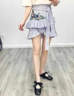 レディース キュート ストリートファッション ミッドライズ Aライン ボディコン 膝上 スカート デニム ストライプ