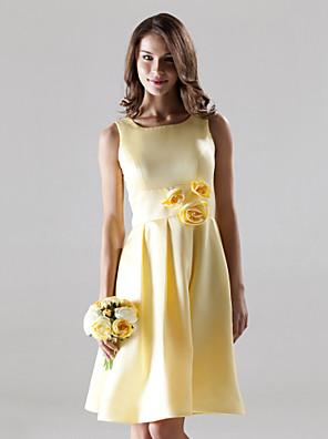 Lanting Bride® Até os Joelhos Cetim Vestido de Madrinha - Linha A Quadrado / Alças Tamanhos Grandes / Mignon com Pregueado / Flor(es)