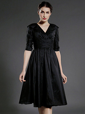 A-line Plus Size / Petite Mother of the Bride Dress Knee-length Half Sleeve Taffeta with Draping / Ruching / Pleats
