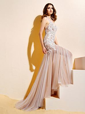 Lanting Bride Trumpet/Mermaid Petite Wedding Dress-Court Train Halter Lace / Tulle