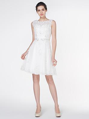 Lanting Bride® גזרת A שמלת כלה  באורך  הברך מחשוף עמוק תחרה עם אפליקציות / תחרה