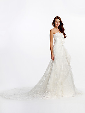 Lanting Bride® גזרת A שמלת כלה  שובל קתדרלה סטרפלס תחרה עם פרח / תחרה